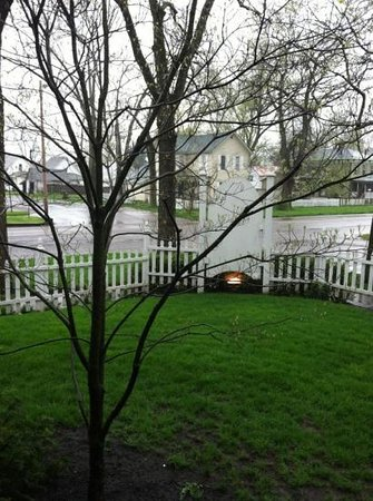 The Mount Vernon Inn: rainy day at the Inn