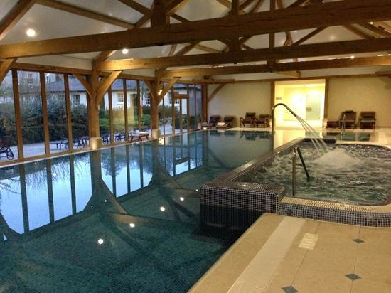 Pool for Hotels in luton with swimming pool