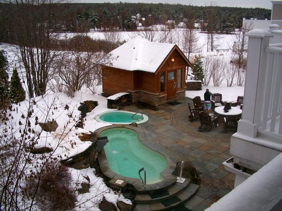 Orford, Canada: Outdoor hot tub