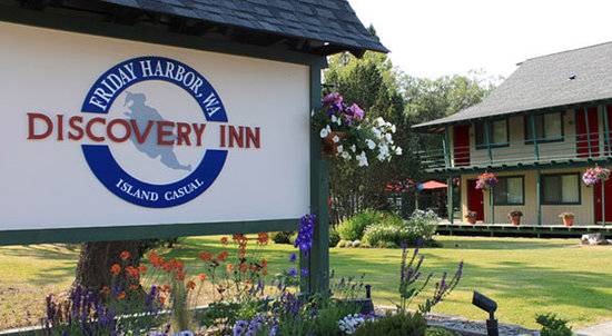 Discovery Inn: Front sign