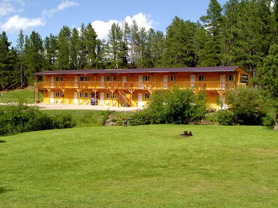 Crooked Creek Resort: Country Inn Motel with Mountain Setting