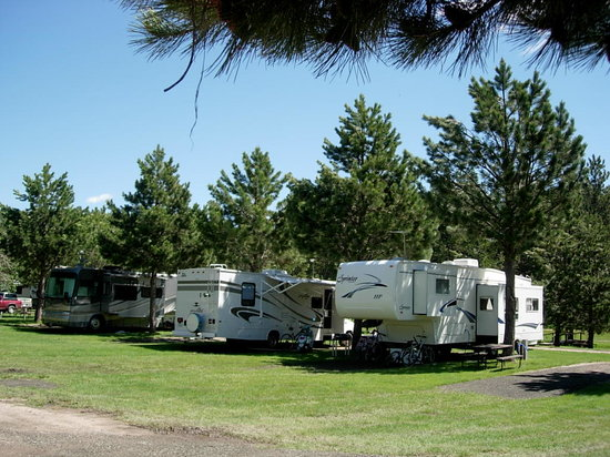 Crooked Creek Resort: Spacious RV Lots
