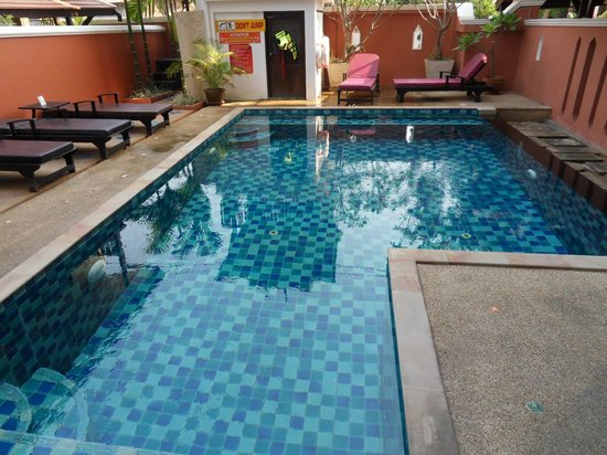 Chang Thai House: Compact cool pool.