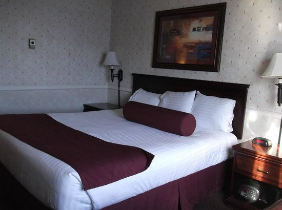Four Queens Hotel and Casino: Le lit king-size
