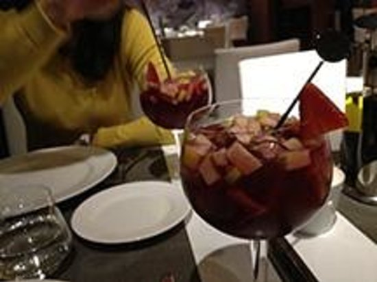 Catalonia Catedral: Yummy sangria from the hotel restaurant/bar