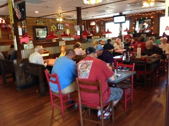 Clemmons, NC: Inside view during weekday lunch