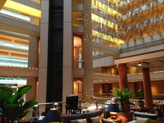 Regent Singapore: lobby atrium