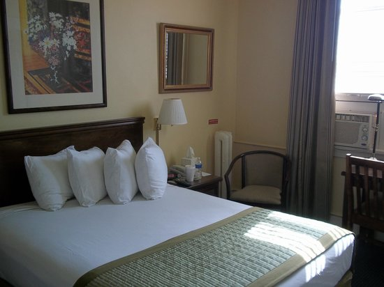 Ramada Inn &amp; Suites Gaslamp/Convention Center : Queen Room 