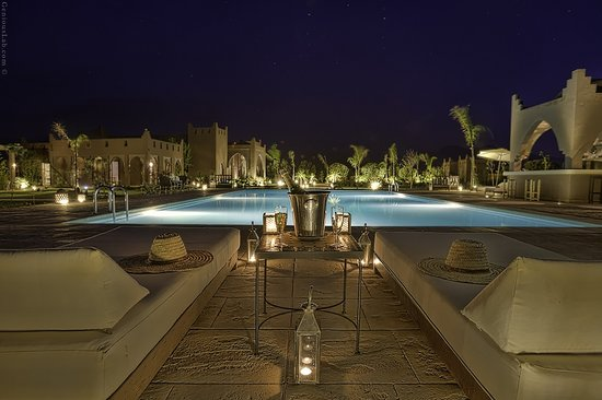 Kasbah Igoudar: the pool view by night