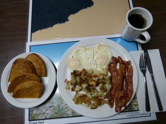 Lion's Head, Canadá: Hearty Breakfast with real potatoes!