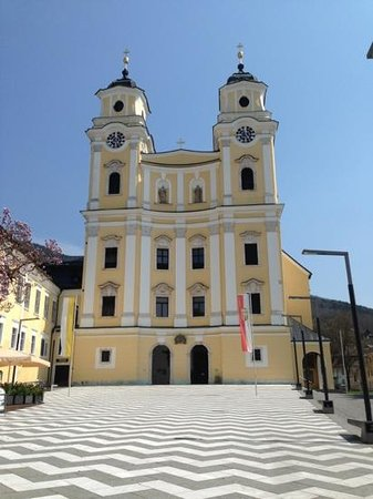 Goldenes Theater Hotel: mondsee church