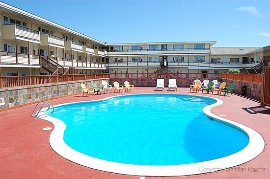 Ocean Shores Inn & Suites: Heated out door seasonal pool