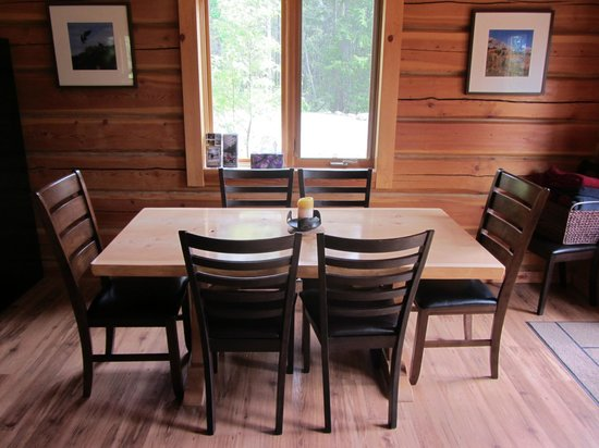 Mount 7 Lodges: Bear Lodge - large dining table