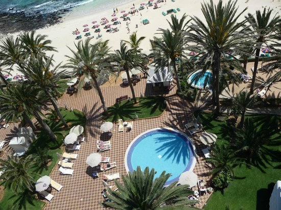 Riu Palace Tres Islas: Small pool and jacuzzi leading to beach