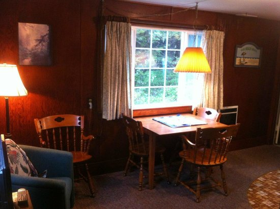 Rock Park Cottages: Dining Room & Kitchen