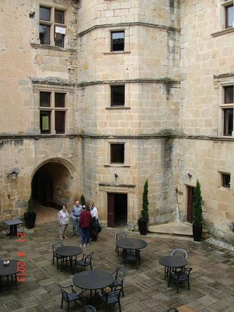 Couiza, Prancis: Interior courtyard of the Chateau