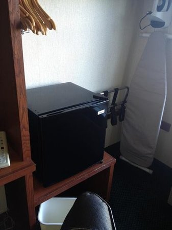 Sleep Inn  Lake Wright: small noisy fridge...