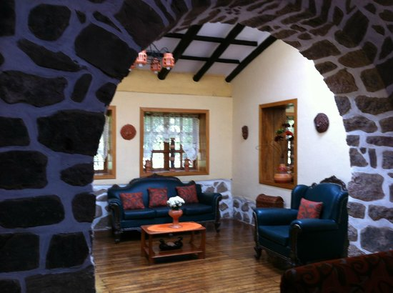 Hostal Samanapaq: Beautiful archways in living area