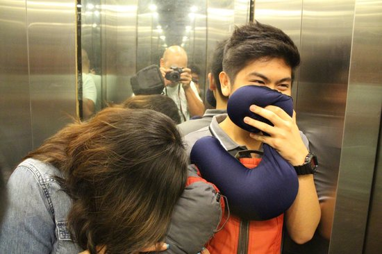 Gia Thinh Hotel: Don't laugh. Yes this is the whole elevator.