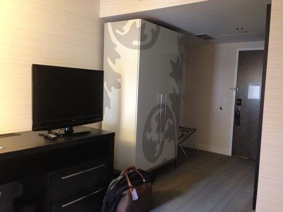 Le Meridien Philadelphia: There was a nice size TV.