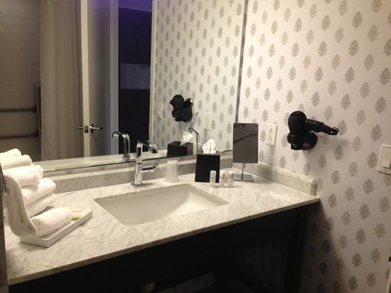 Le Meridien Philadelphia : The bathroom was clean and spacious. It could have used another light for doing makeup, though.