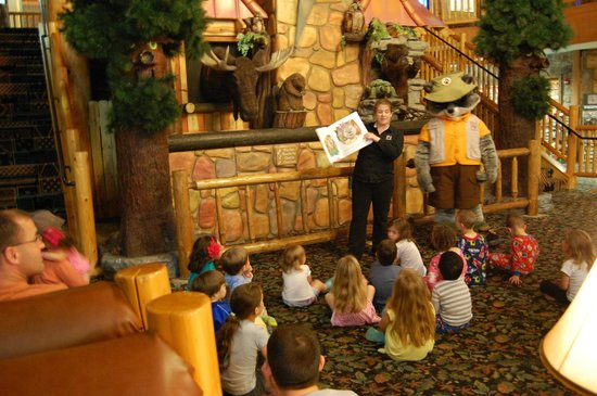 Great Wolf Lodge: Story time