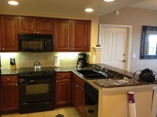 Hilton Grand Vacations Suites on International Drive: kitchen in 1bedroom king suite