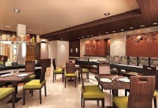 Four Points by Sheraton Ahmedabad: The Eatery - 24Hr Restaurant