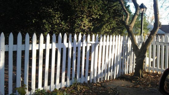 Independence, MO: picket fence surrounding courtyard and grounds