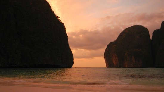 Maya Bay Sleep Aboard: Sunset
