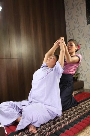 sawasdee thai massage äldre kåta damer