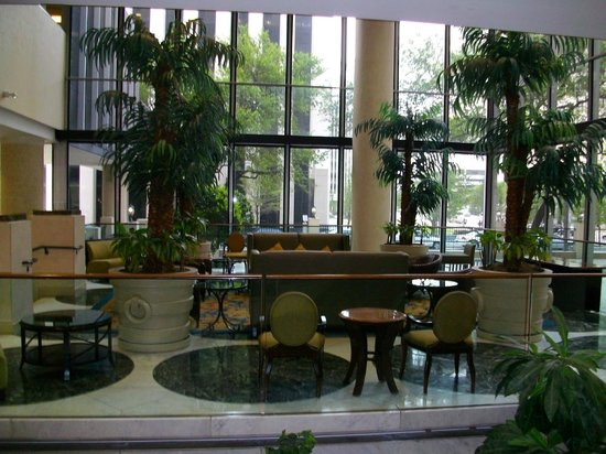 Crowne Plaza Houston Downtown: seating area by reception