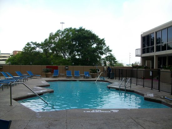 Crowne Plaza Houston Downtown: the pool