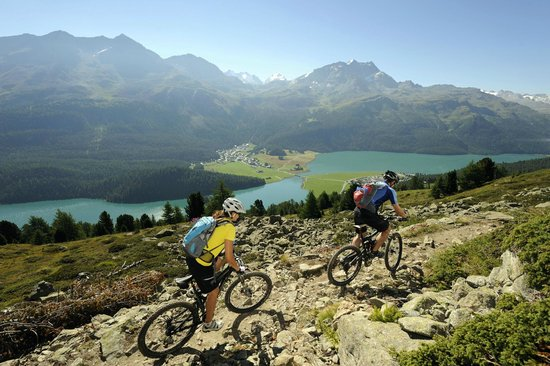 Celerina, Schweiz: Pure nature - Hiking and Biking above Engadine lakes