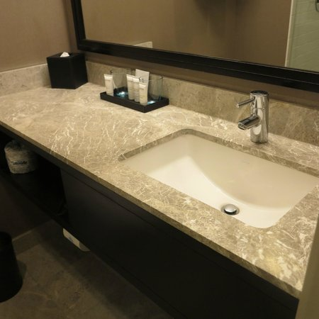 Distrikt Hotel: sink area