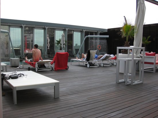 Melia Barcelona Sky: piscina2