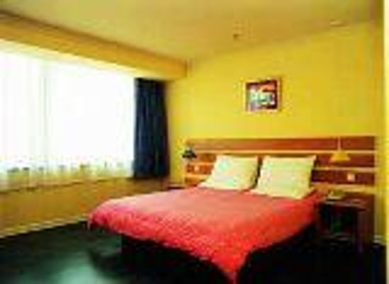 Home Inn Zhuhai Gongbei Walking Street