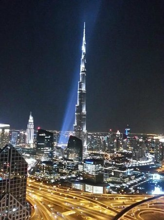 Shangri-La Hotel, Dubai: View of the Burj Khlaifa from the Shangri-La roof deck
