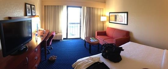 Courtyard by Marriott Charlottesville North: room with French balcony