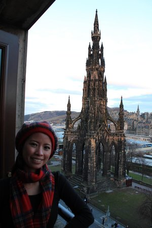 Mercure Edinburgh City - Princes Street Hotel: View from our room balcony on level 6