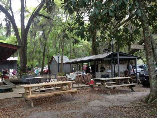 Wadmalaw Island, SC: A great outdoor sitting area!