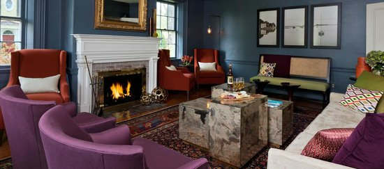 Captain Fairfield Inn: Kennebunkport boutique hotel guest lounge