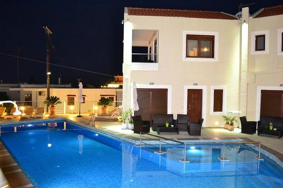 Esthisis Suites Chania: Pool