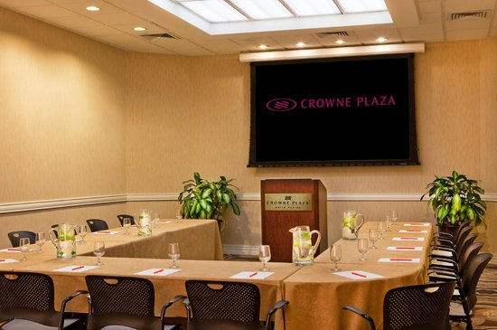 Crowne Plaza White Plains Downtown: The Crowne Plaza offers flexible meeting space.