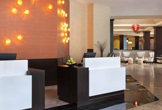 Crowne Plaza White Plains Downtown: Enjoy a warm welcome at the Crowne Plaza White Plains.