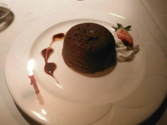 Radisson Hotel at Los Angeles Airport: Chocolate Fudge Cake