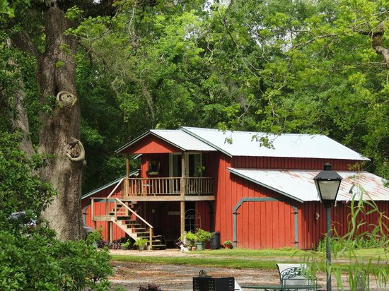 Country Charm Bed and Breakfast: The barn