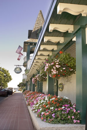 The Gananoque Inn and Spa: Summer Flowers