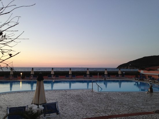 Hotel Del Golfo: Piscina