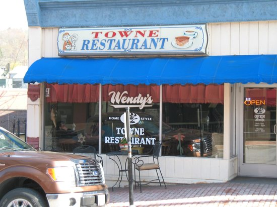 Wendy's Towne Restaurant in Oakland